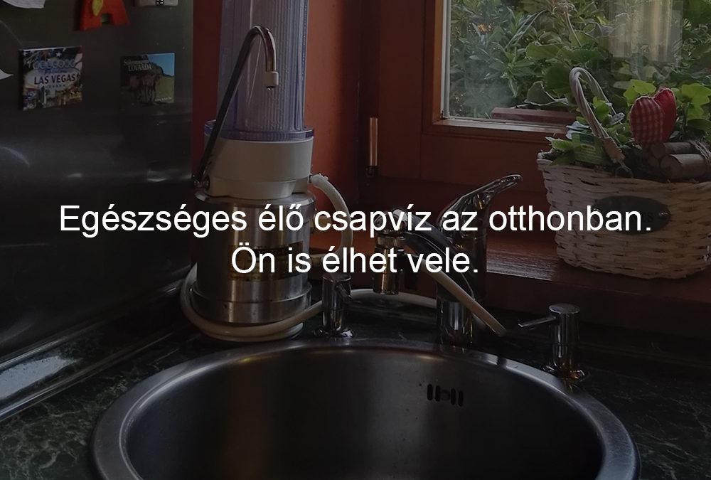 Egészséges élő csapvíz az otthonban